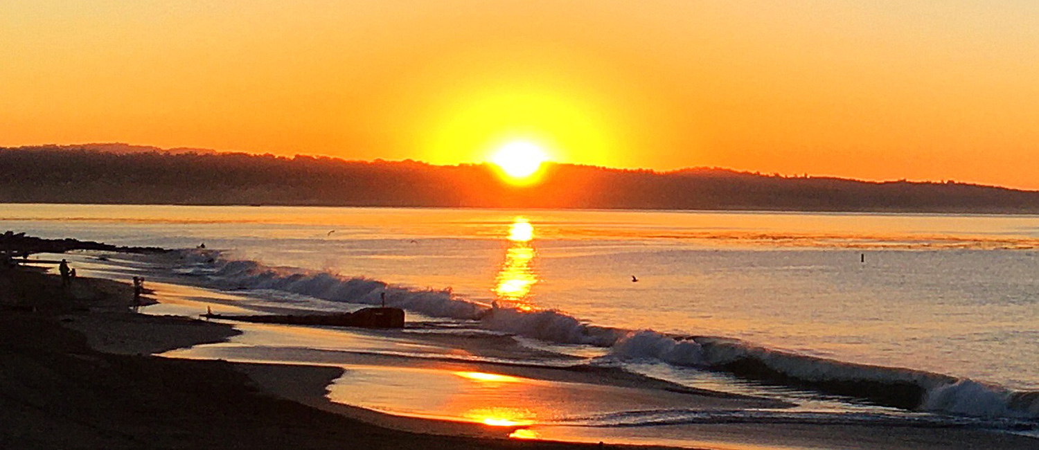 STAY CONVENIENTLY CLOSE TO THE SANTA CRUZ BEACH BOARDWALK